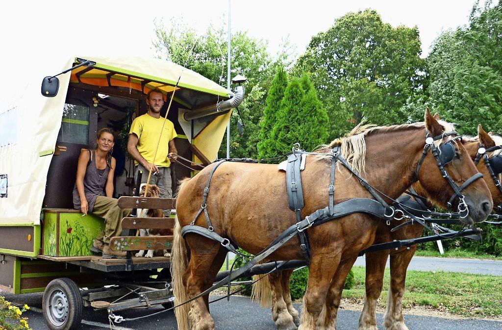 Die Reise mit dem Pferdewagen durch Europa kostete Franziska Heck und Baptiste Le Pennec nur wenig Geld. Foto: privat