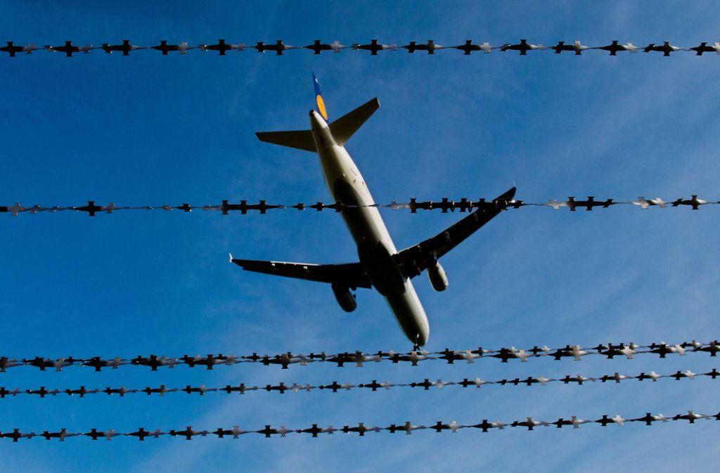 Das neue Gesetz soll es schwerer machen, dass Abschiebungen verhindert werden. (Symbolbild) Foto: dpa