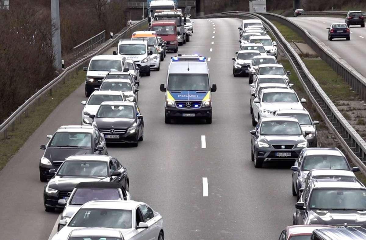 Nicht nur, wenn es einen Unfall gegeben hat, bilden sich auf der B27 lange Staus. Doch ist der geplante Straßenausbau die Lösung? Foto: 7aktuell.de/Alexander Hald