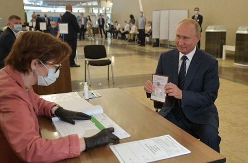 Große Mehrheit stimmt für weitere Amtszeiten Wladimir Putins