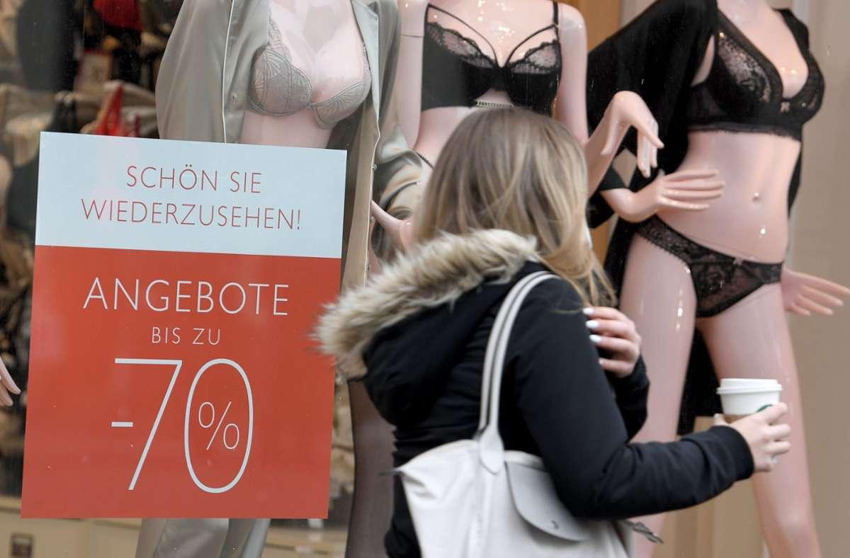 Nach rund vierwöchigem Lockdown wurde auch in Wien wieder Kunden empfangen. (Archivbild) Foto: dpa/Roland Schlager