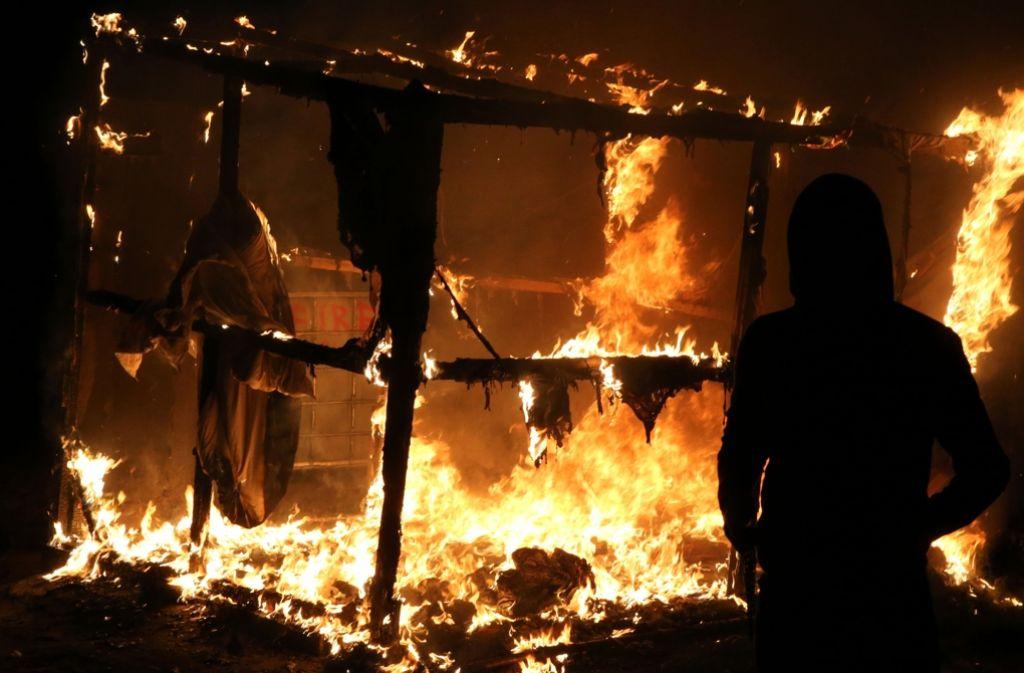 """Im Flüchtlingscamp """"Dschungel von Calais"""" sind in der Nacht zum Mittwoch Gasflaschen explodiert. Foto: AFP"""