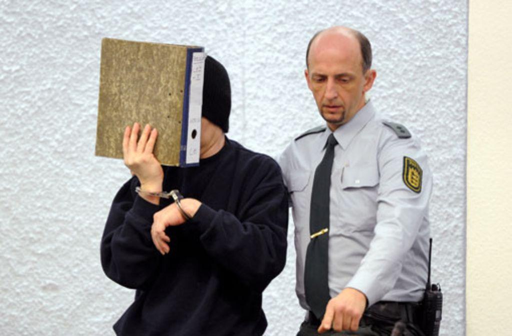 Der Angeklagte im Mordfall Tobias ist am Donnerstag den Richtern des Stuttgarter Landgerichts vorgeführt worden. Foto: dpa