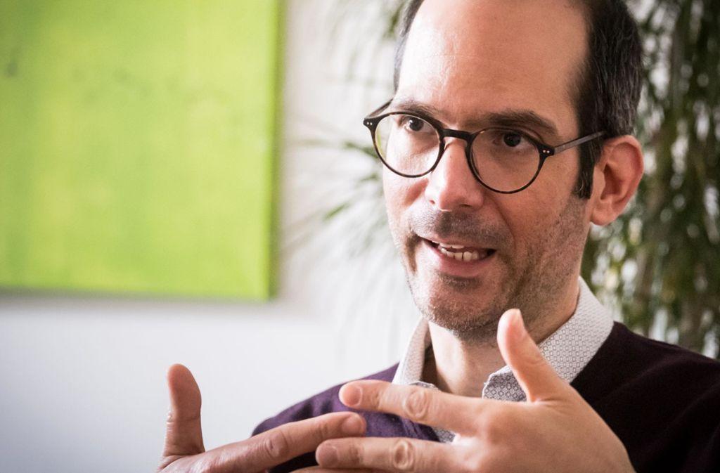 """Der Leiter des Stuttgarter Gesundheitsamtes, Stefan Ehehalt,  hat einen eindringlichen Appell: """"Nehmen Sie das Coronavirus ernst. Gehen Sie nicht leichtfertig mit Ihrer Gesundheit um, bleiben Sie auf Abstand!"""" Foto: Lichtgut/Achim Zweygarth"""