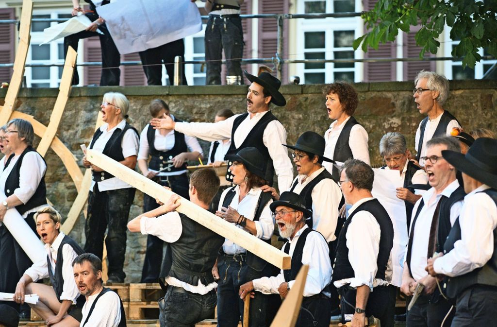 Das Nürtinger Konzertensemble in der Zimmermannskluft. Foto: Horst Rudel