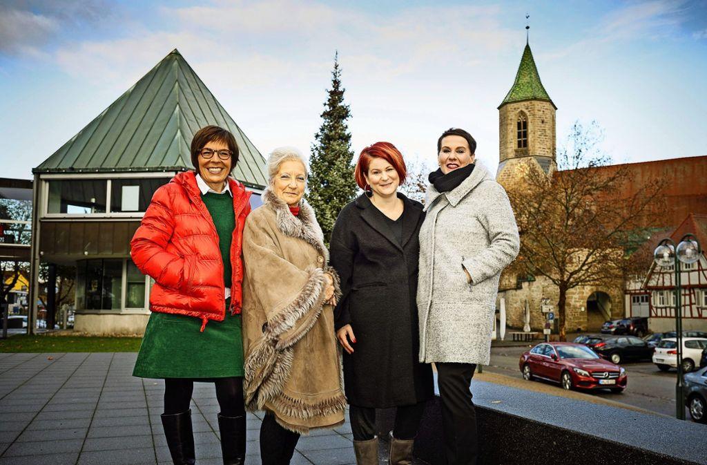 Diese Frauen sind beim Zug der Mütter dabei (von links): Ursula Hensle, Kinga von Gyökössy-Rudersdorf, Heike Scharmann und Dagmar Heerdt. Foto: Jan Potente