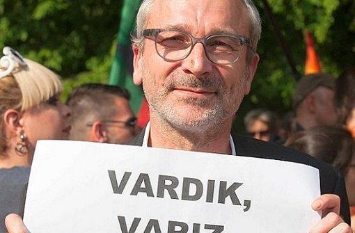 Volker Beck gewaltsam abgeführt