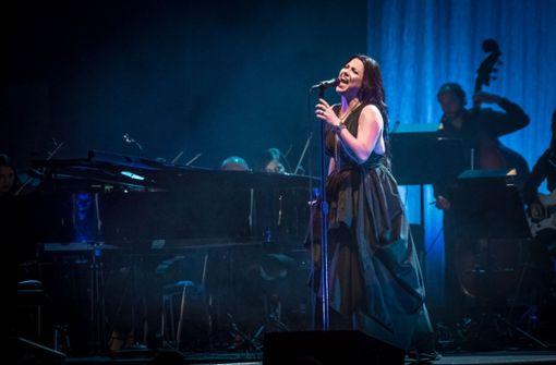 Popsängerin Amy Lee mit Sinfonieorchester