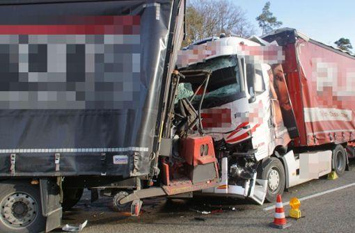 Drei Lkw krachen ineinander – drei Verletzte und Stauchaos
