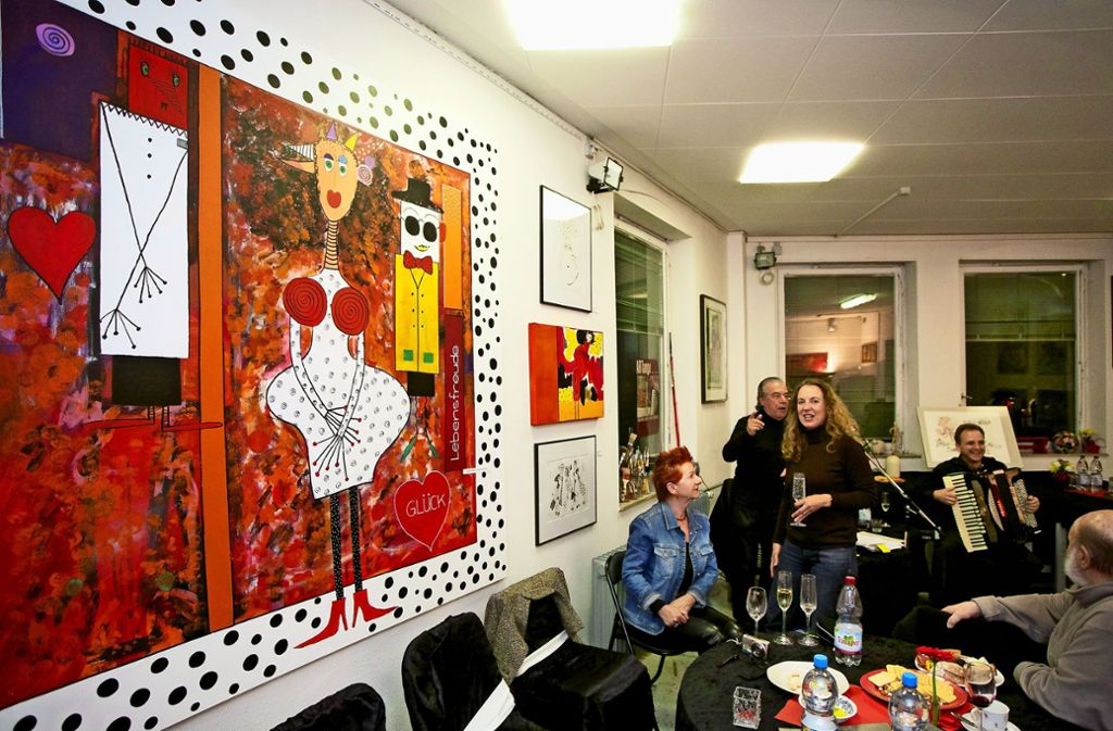 Malerei und Musik: In den Kunstnächten sind die Ateliers in der alten Schuhfarbik beliebte Anlaufstellen. Foto: factum/Archiv