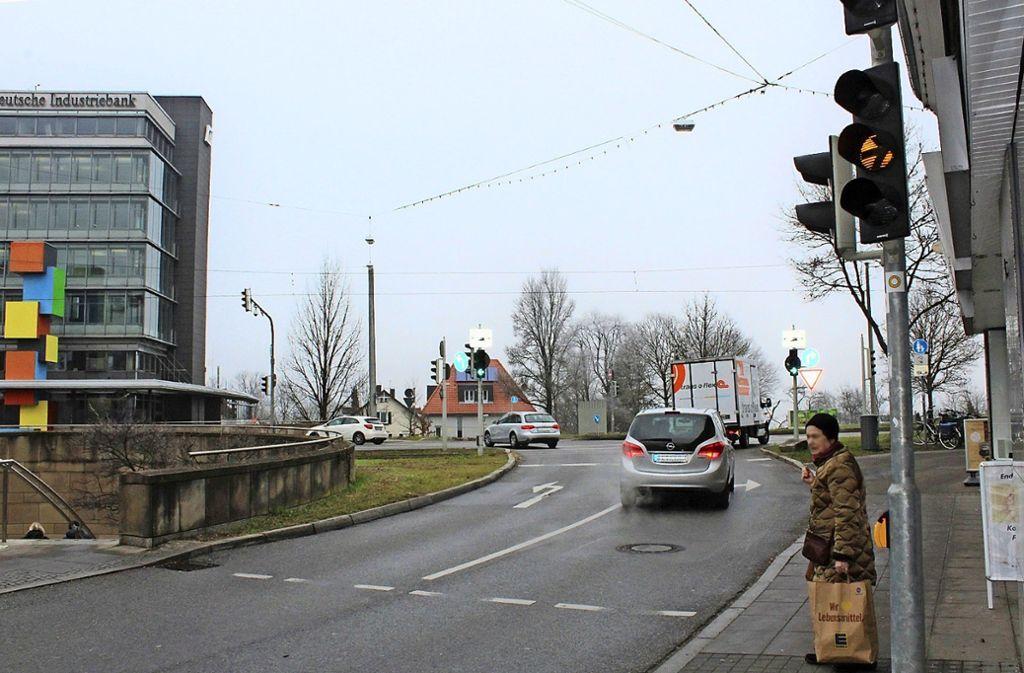 Die erste Ampel schaltet bereits auf Gelb, die hintere ist noch etwas länger Grün. Das verführt manchen Autofahrer zu zu schnellem Fahren. Foto: Tilman Baur