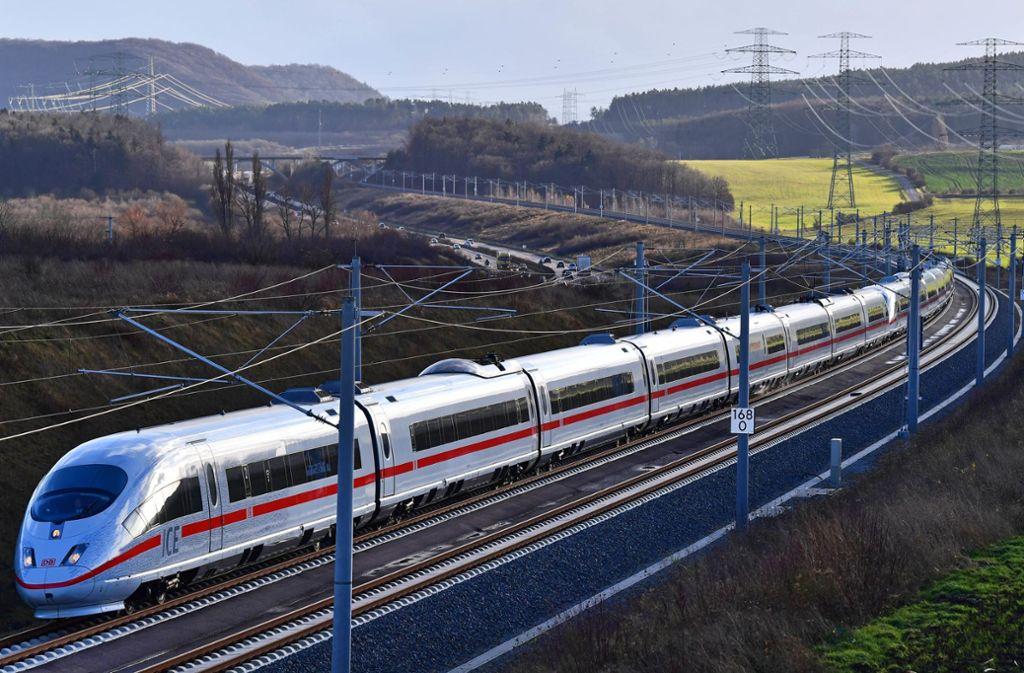 Ein ICE von München nach Stuttgart musste am Mittwochnacht eine Vollbremsung hinlegen (Symbolbild). Foto: dpa-Zentralbild