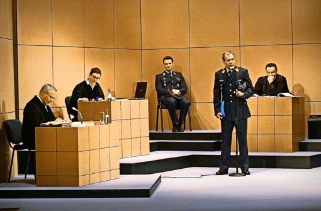 Verhandlung auf der Bühne mit  Andreas Klaue, Alexandra Marisa Wilcke, Ralf Stech, Harald Pilar von Pilchau und  Frank Voß (von links) Foto: Sabine Haymann