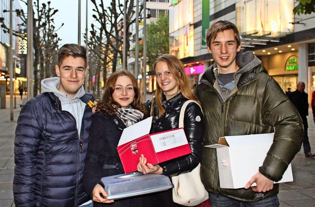 Julian Tirauf, Anna-Sophia Gronbach, Claire Meyer und Michael Fischer (v.l.n.r.)  haben sich etwas Besonderes für Obdachlose ausgedacht. Foto: Fritsch, LG Piechowski