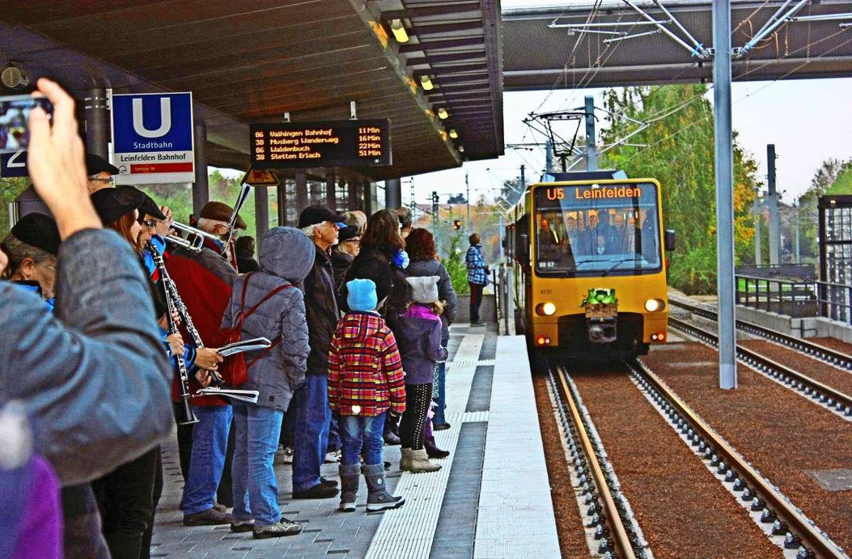 Großer Andrang am S-Bahnhof Leinfelden: Im Oktober 2015 ist dort der erste Stadtbahnzug der U5 eingefahren. Foto: Archiv/Natalie Kanter