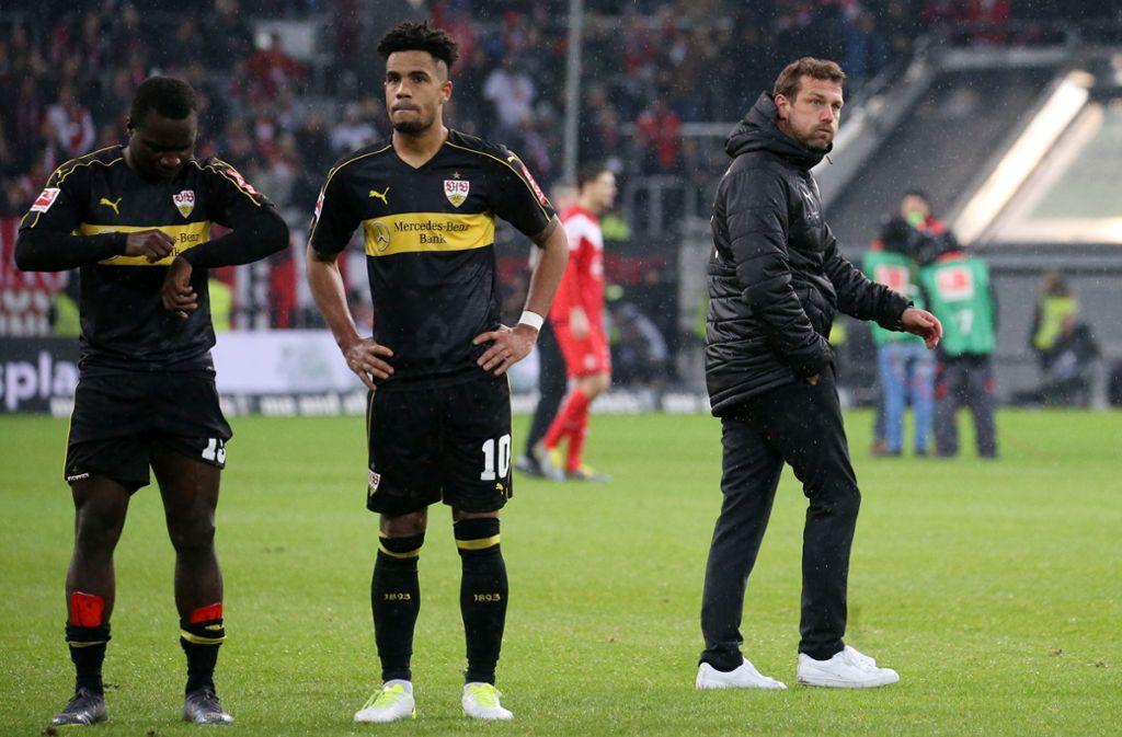 Ratlose Spieler, ratloser Trainer: Der VfB Stuttgart hat beim 0:3 in Düsseldorf maßlos enttäuscht. Foto: Baumann