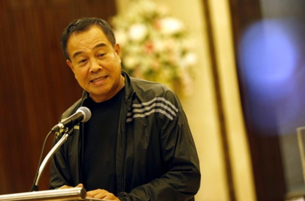 Der thailändische Polizeichef erklärt bei einer Pressekonferenz von der Festnahme eines Verdächtigen. Foto: