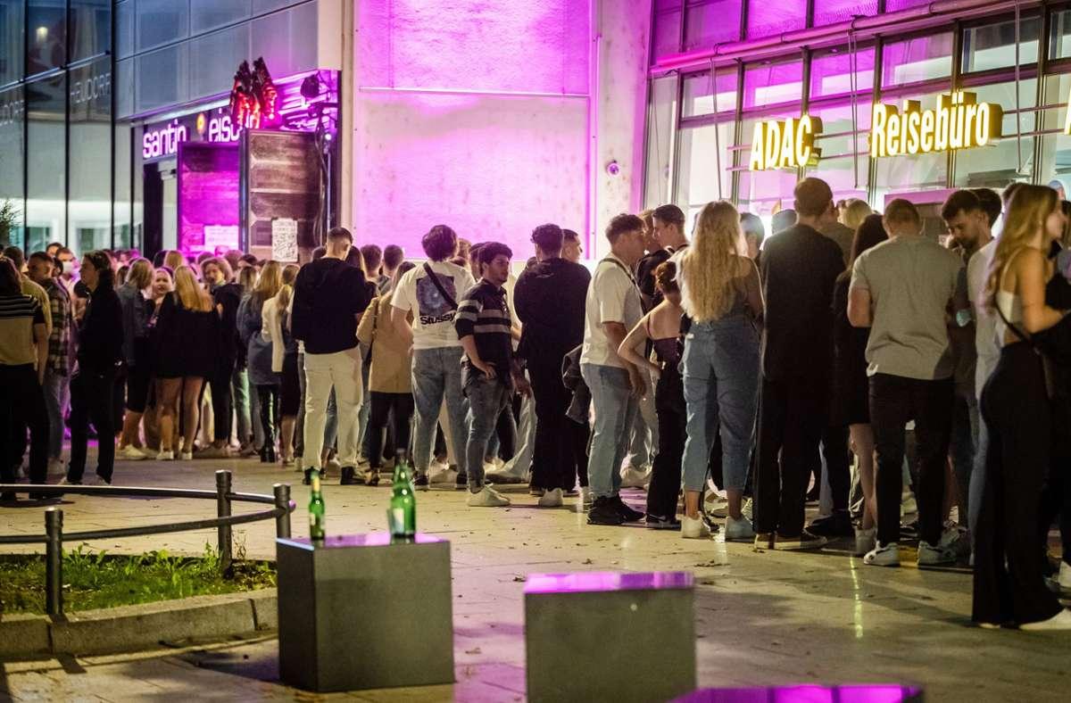Der Andrang vor den Clubs in der Stuttgarter Innenstadt war groß am Freitagabend. Foto: Lichtgut/Christoph Schmidt