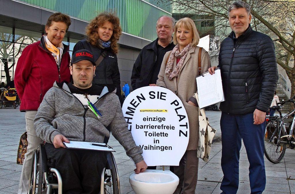 Zuletzt forderte Ivo Josipovic (vorne) mit der Arbeitsgruppe Barrierefrei eine behindertengerechte öffentliche Toilette im Zentrum des Stadtbezirks. Foto: Malte Klein