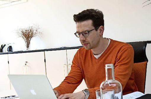 Frederik Metzger ist seit Kurzem selbstständig. Er hofft, im Coworking-Büro andere Selbstständige kennenzulernen. Foto: Julia Bosch