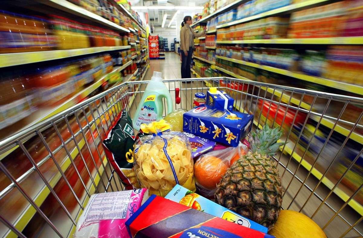 Im Supermarkt locken viele Verpackungen mit tollem Inhalt – offenbar halten nicht alle Produkte, was sie versprechen. (Symbolfoto) Foto: dpa/A3397 Gero Breloer