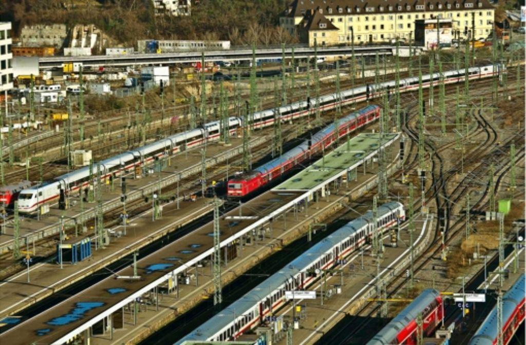 Ein Zusammenschluss von Privatbahnen will acht der 16 Gleise im Kopfbahnhof erhalten. Potenzial für den Betrieb sei vorhanden, versichert die Stuttgarter Netz AG. Foto: Lg/Kovalenko