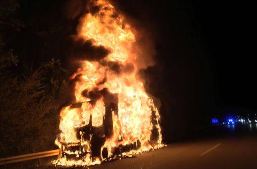 Lkw geht in Flammen auf – Autobahn kurzzeitig voll gesperrt