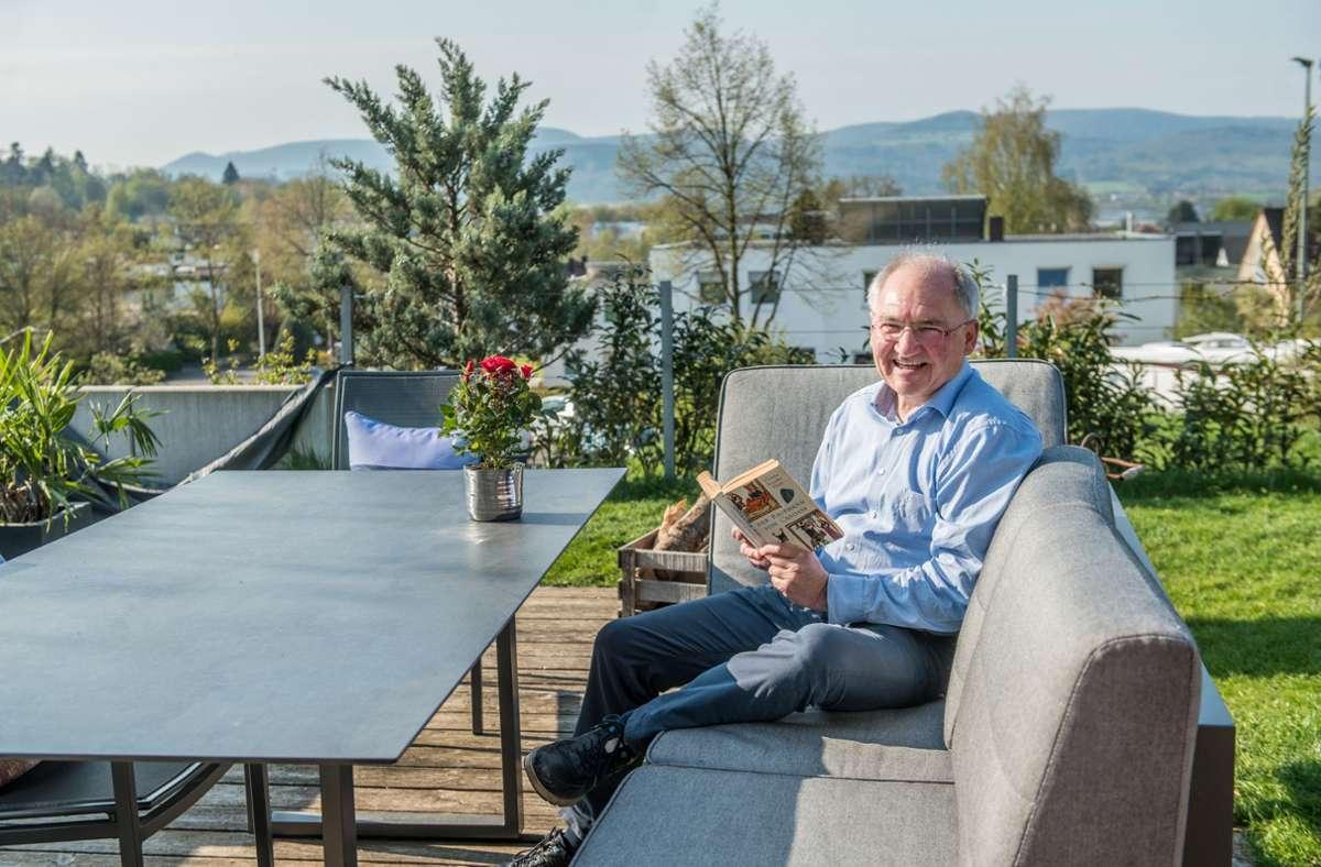 Peter Hofelich freut sich auf die zusätzliche Freizeit. Mit einem Buch auf der Terrasse zu sitzen und den freien Tag zu genießen. Was will man mehr? Foto: Giacinto Carlucci