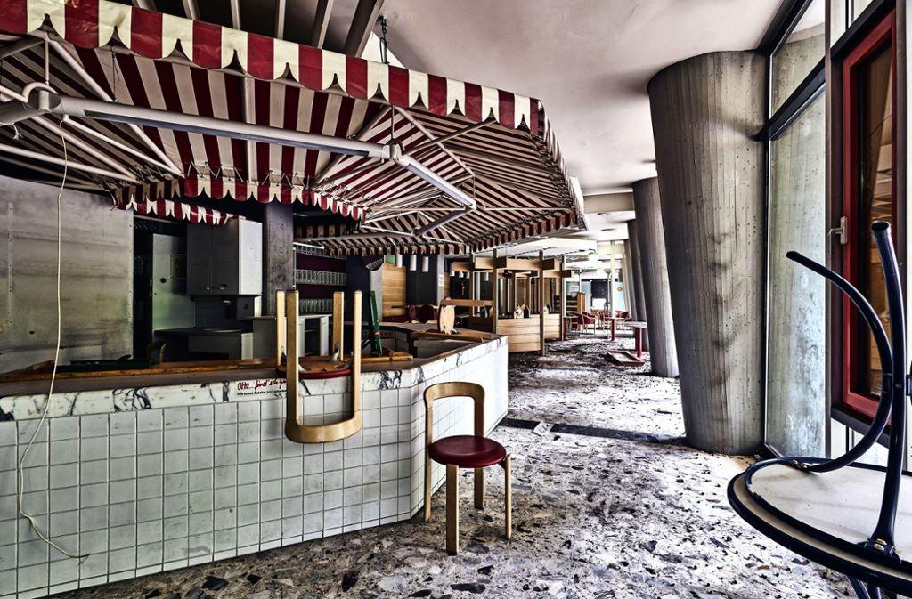 Impressionen des Zerfalls: der Fotograf Alex Wunsch wirft in der Citizen-Kane-Performance einen Blick ins verlassene Stuttgarter Bürgerhospital. Foto: Alex Wunsch