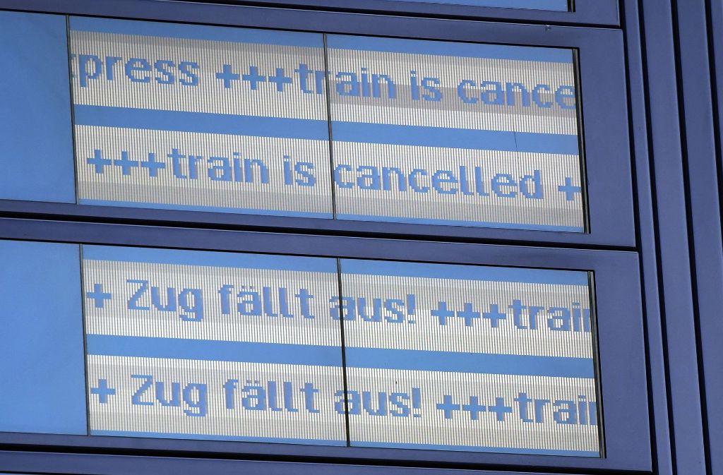 """Hunderte Züge sind aufgrund des Sturms """"Xavier"""" ausgefallen. Foto: dpa"""