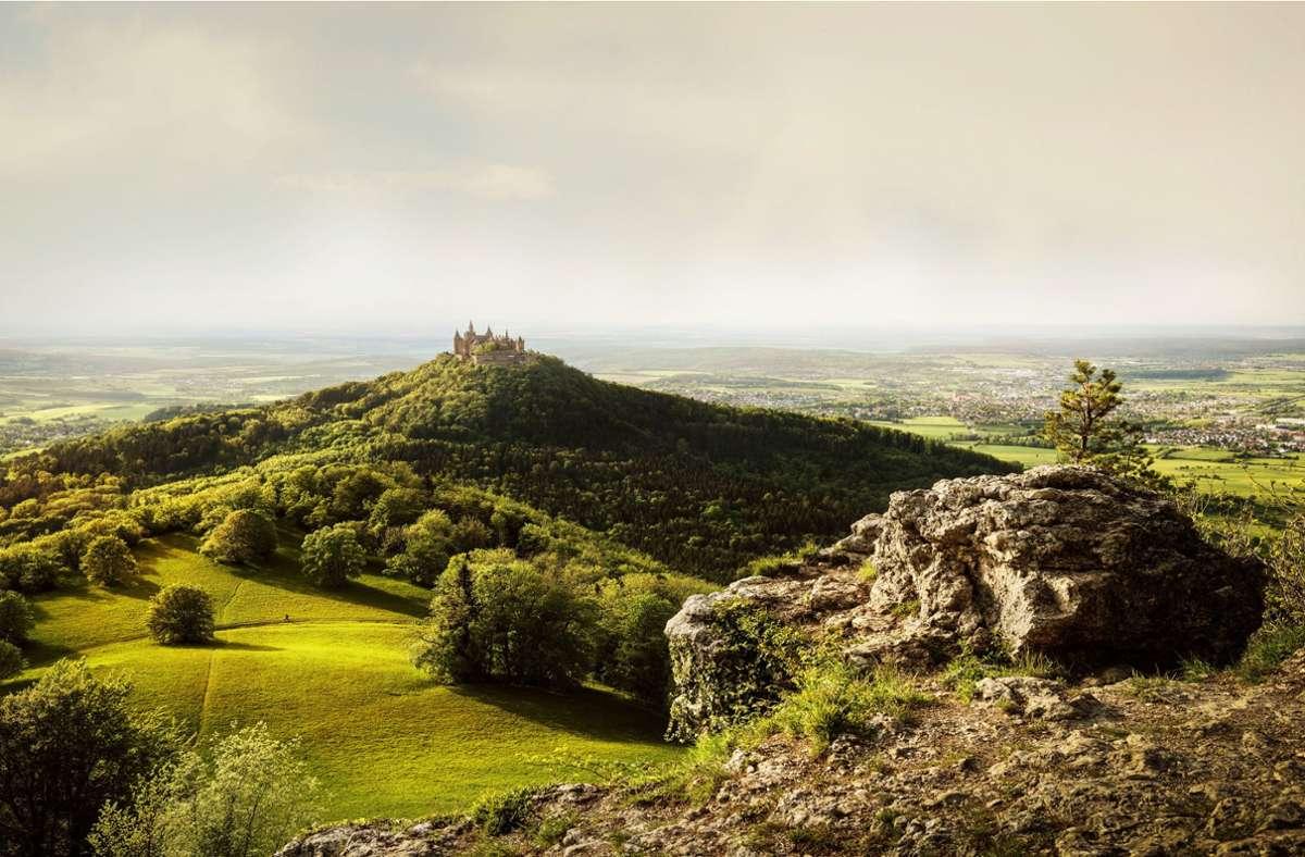 Die Burg Hohenzollern gilt als Highlight unter den Zielen auf der Schwäbischen Alb. Foto: Schwäbische Alb Tourismus/Günther Bayerl