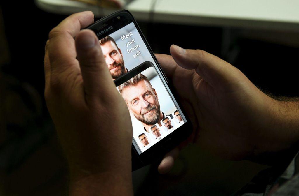 Mit der FaceApp kann man   herausfinden, wie man als Rentner aussehen könnte. Die App ist im Hinblick auf  den Datenschutz höchst umstritten. Foto: dpa