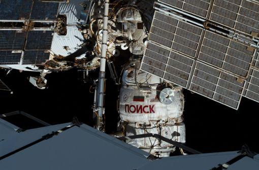 Raumfahrer spüren mögliches Luftloch mit Teebeutel auf