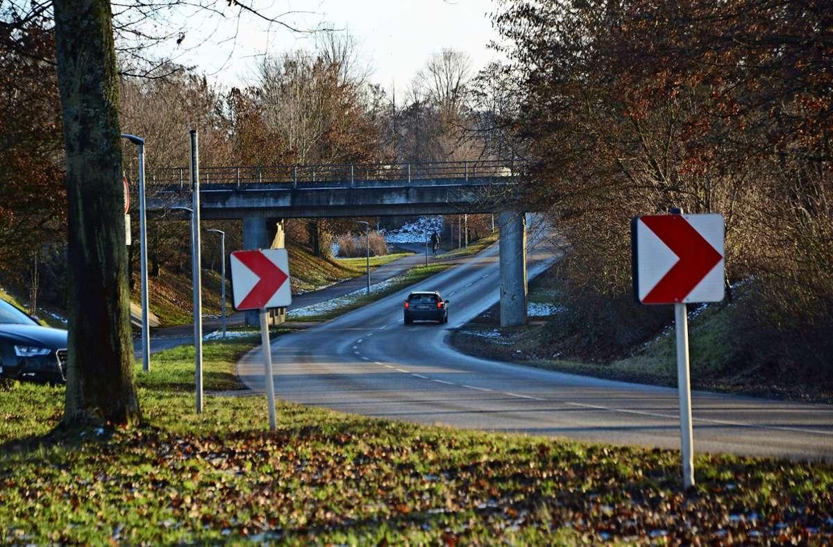 Bisher führt die Max-Lang-Straße unter den Gleisen hindurch ins östliche Gewerbegebiet von Leinfelden. Foto: Philipp Braitinger