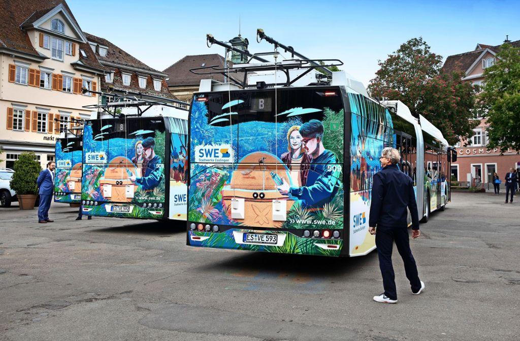 Der gebürtige Esslinger Florian Bayer, ein mehrfach ausgezeichneter Illustrator, hat die neuen O-Busse gestaltet. Foto: Horst Rudel