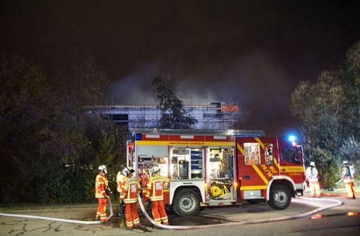 Sporthalle brennt – Feuerwehr im Großeinsatz