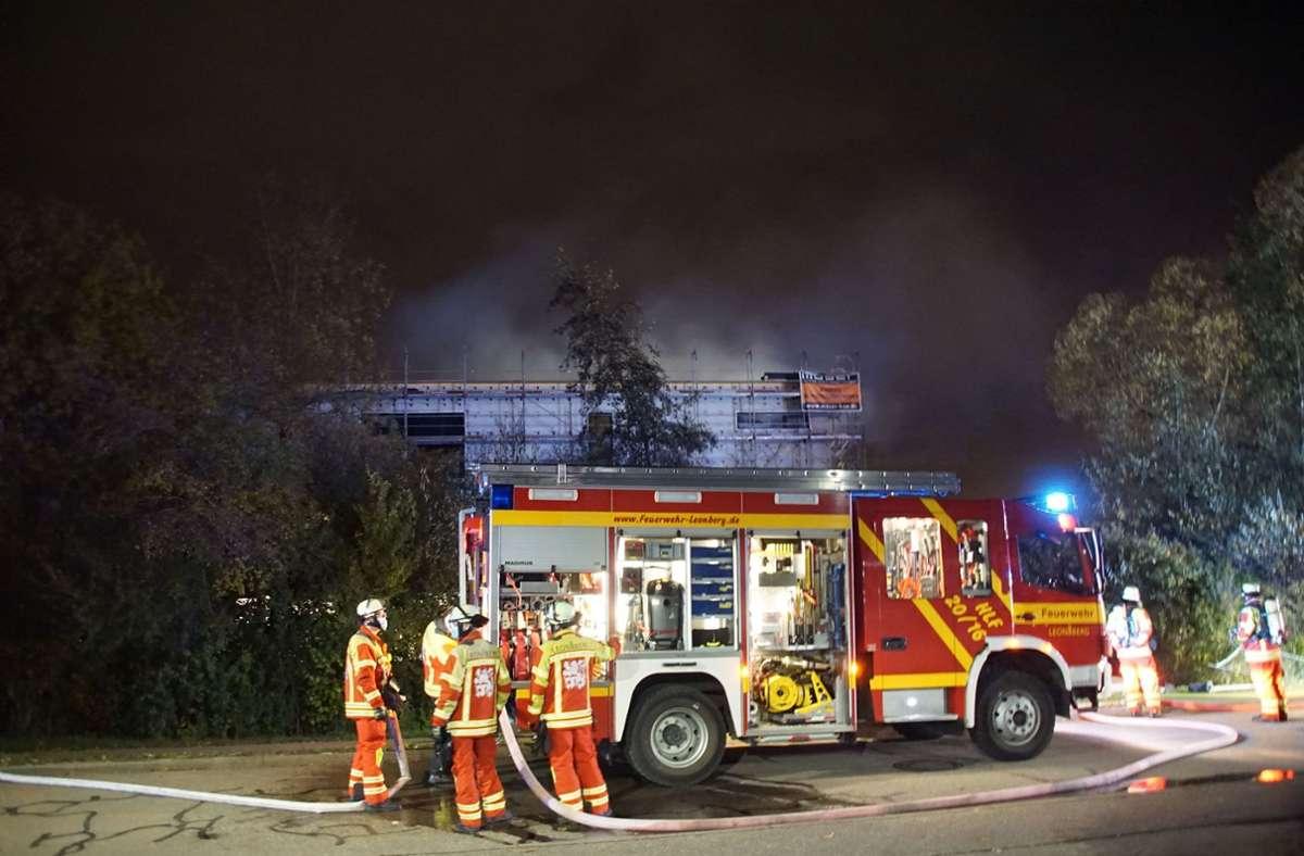 Die Feuerwehr ist mit einem Großaufgebot vor Ort. (Symbolbild) Foto: SDMG/Dettenmeyer