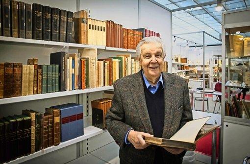 Herbert Blank und seine Schätze: Goethe, Schiller, Kleist und andere Foto: Lg/Zweygarth