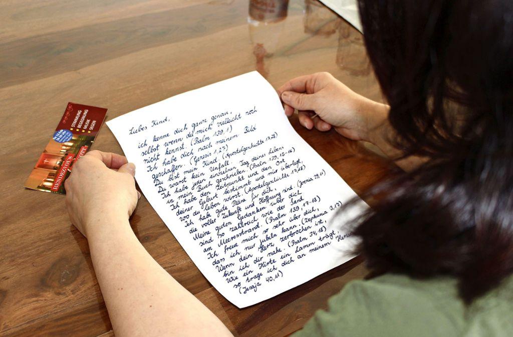 Die ungewöhnliche Botschaft zu Valentinstag ist handgeschrieben. Foto: Caroline Holowiecki