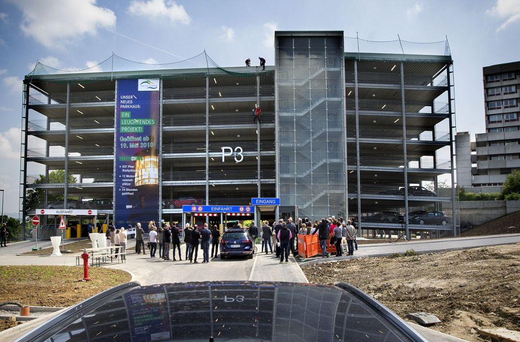 Das neue Parkhaus für die Alb Fils Kliniken am Standort Göppingen steht bereits (hier ein Bild von der Eröffnung im Mai). Der Neubau der Klinik soll 2019 in Angriff genommen werden. Foto: Horst Rudel
