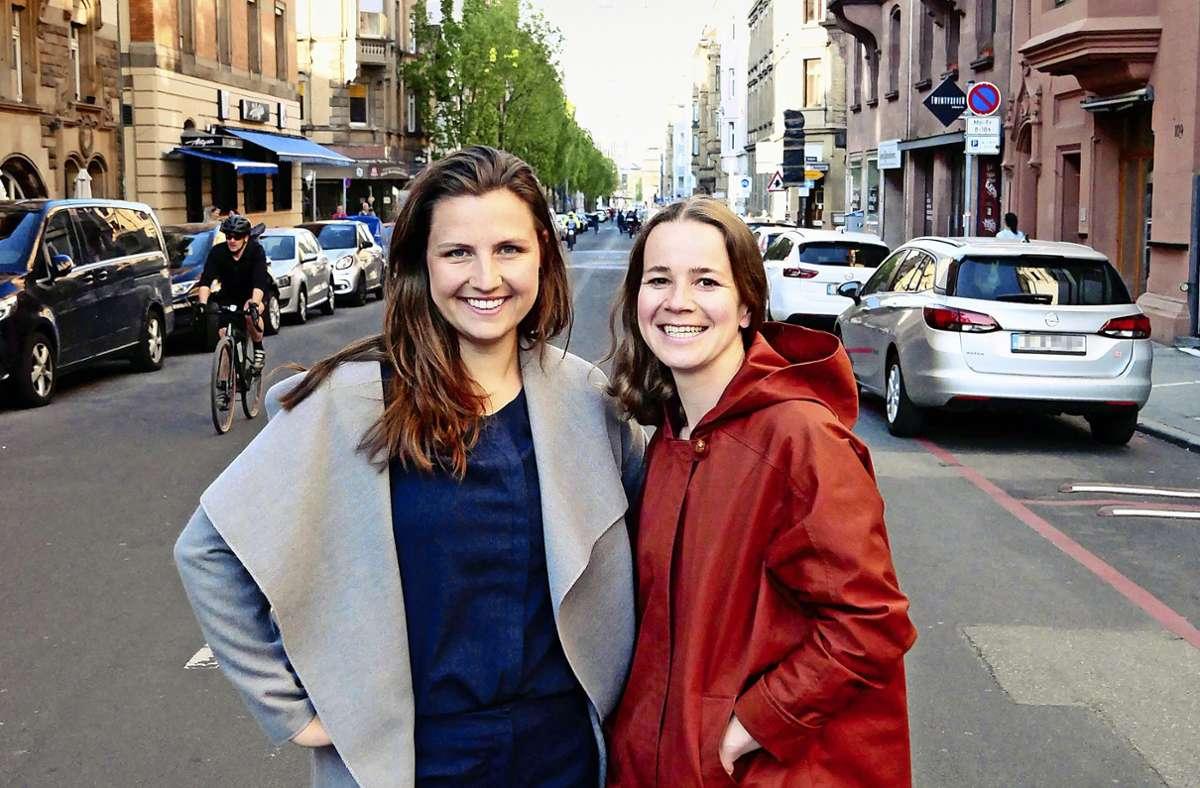 """Carolin Patzak und Lisa Veyhl (rechts) wollen mit ihrer Aktion """"#0711BonusChallenge"""" unter anderem Gastronomen in Stuttgart unterstützen. Foto: privat"""