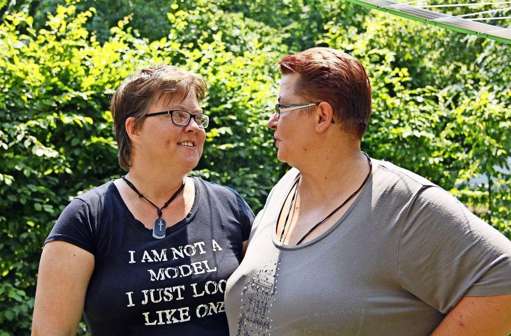 Monika (links) und Barbara Prell haben ihre Lebenspartnerschaft vor sieben Jahren  eintragen lassen. Gerne würden sie  kirchlich heiraten. Foto: Marta Popowska