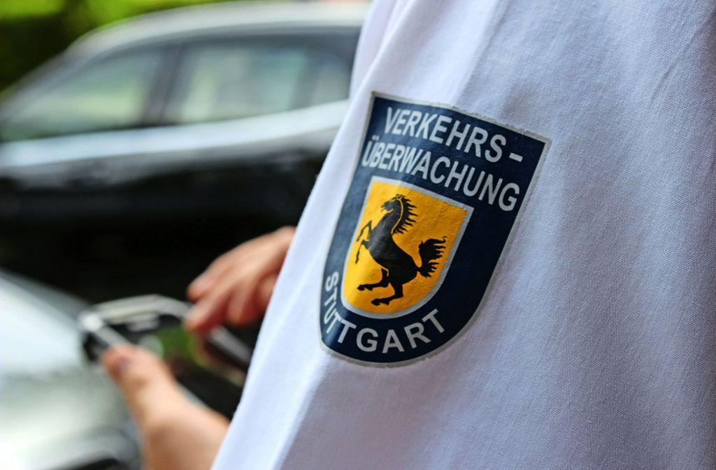 Ein neuer Mitarbeiter der Verkehrsüberwachung hat in den der vergangenen Wochen am Junoweg trotz einer Duldungsregel Falschparker notiert. Foto: Archiv/Rebecca Beiter