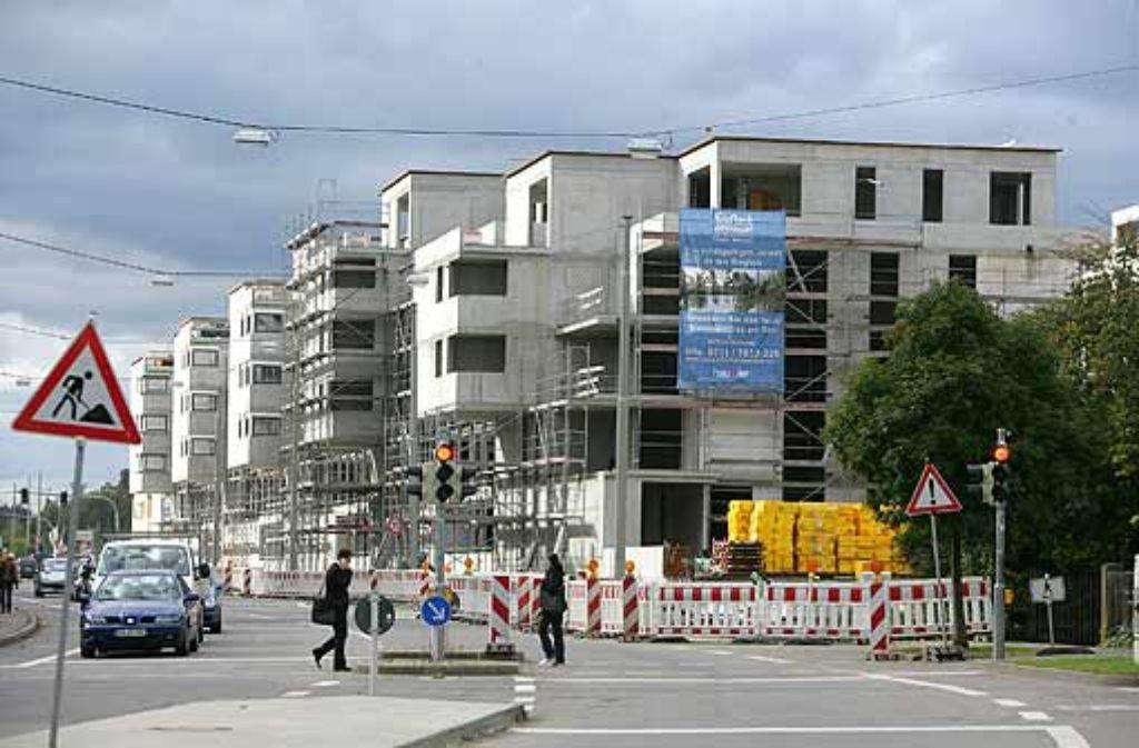 Bei der Großbaustelle Seepark in Stuttgart-Möhringen stehen die Ampeln auf Rot. Der Insolvenzspezialist Ulrich Brugger bezeichnet das Projekt als Brandherd. Foto: Zweygarth