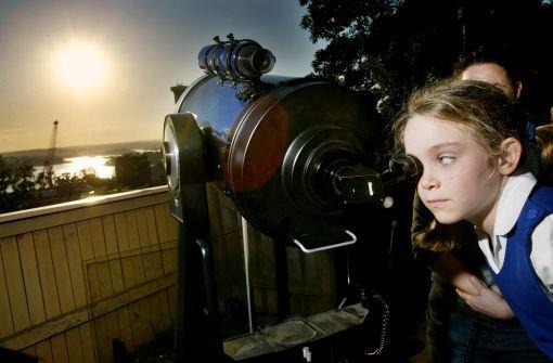 Venus schiebt sich vor die Sonne