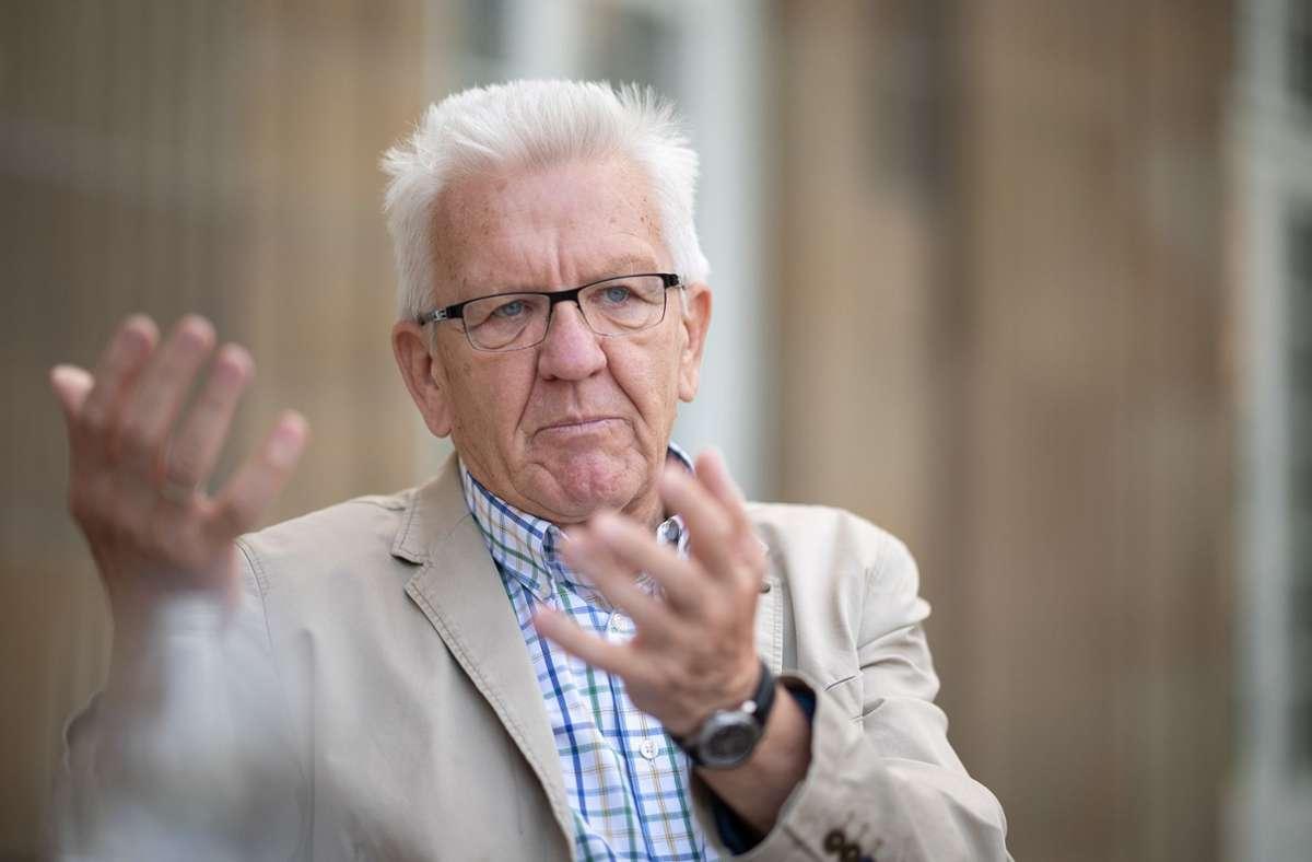 """Ministerpräsident Winfried Kretschmann hält nichts von """"überspanntem Sprachgehabe"""". Foto: dpa/Sebastian Gollnow"""