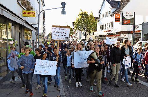 400 Schüler demonstrieren gegen die Raumnot