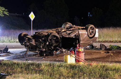 Kollision zwischen zwei Autos fordert drei Schwerverletzte