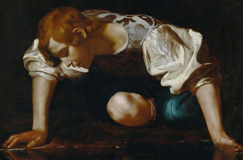 Narziss, der schöne Jüngling, verliebt sich in sein Spiegelbild. Ein Gemälde  von Michelangelo Caravaggio (1571-1610). Foto: akg-images