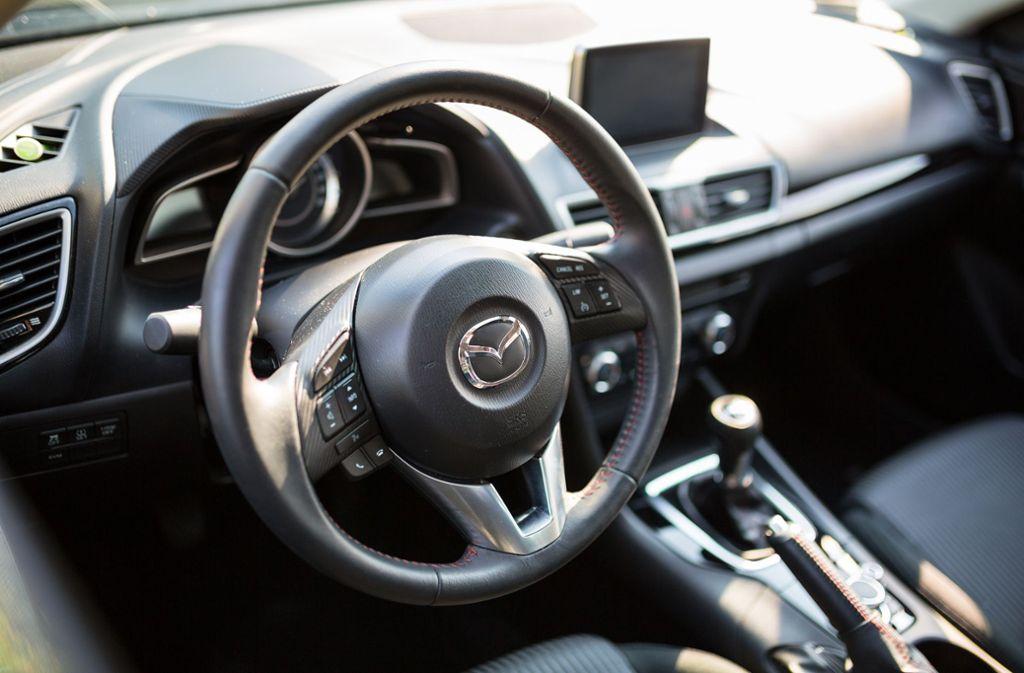 In Feuerbach ist ein Mazda 3 gestohlen worden. (Symbolbild) Foto: Shutterstock/Patryk Kosmider